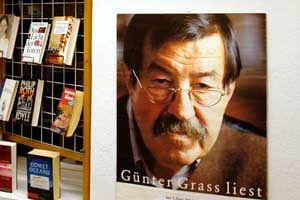 Plakat in Buchladen. mit Porträt Günter Grass.